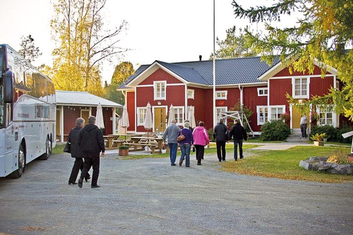 Punaisen tuvan Viinitila, viinimyymälä ja tilausravintola